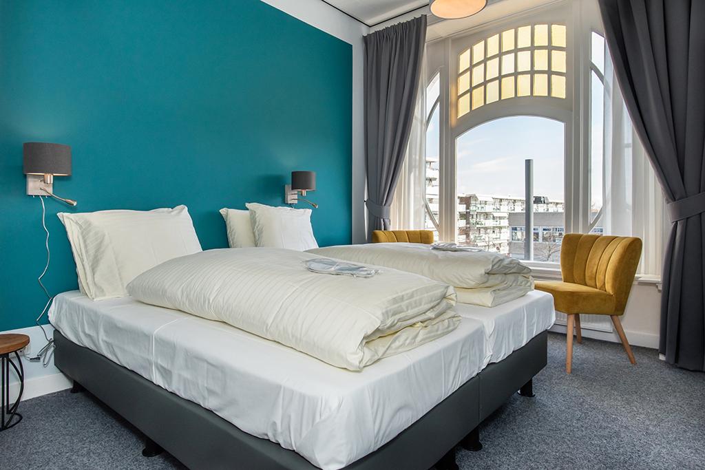 Zwei Personen Zimmer blau mit Badezimmer mit Hot tub a